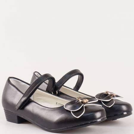 Елегантни детски обувки на среден ток с кожена анатомична стелка, лепка и панделка- Athletic в черен цвят m1115ch