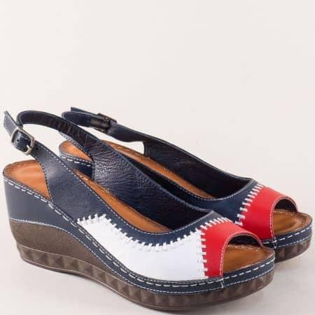 Дамски сандали в бяло, червено и синьо на платформа m124tomi