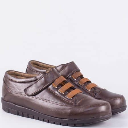 Кожени дамски обувки в кафяво на равно ходило с ластични връзки m15001kk