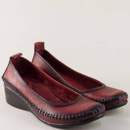 Кожени дамски обувки на клин ходило в цвят бордо m150bd
