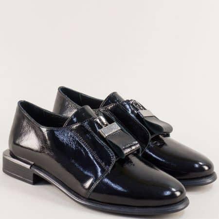 Лачени дамски обувки с цип и кожена стелка в черен цвят m1546lch