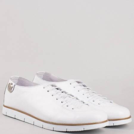 Български дамски обувки с връзки изцяло от естествена кожа в бяло с кожена ортопедична стелка m1603b