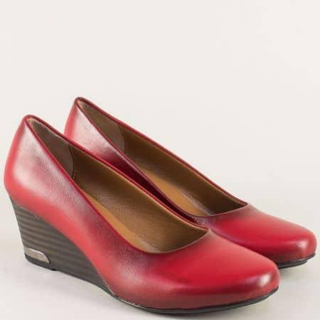 Кожени дамски обувки на клин ходило в червен цвят m1604chv