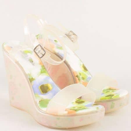 Бежови дамски сандали на платформа с флорален принт m1608bj
