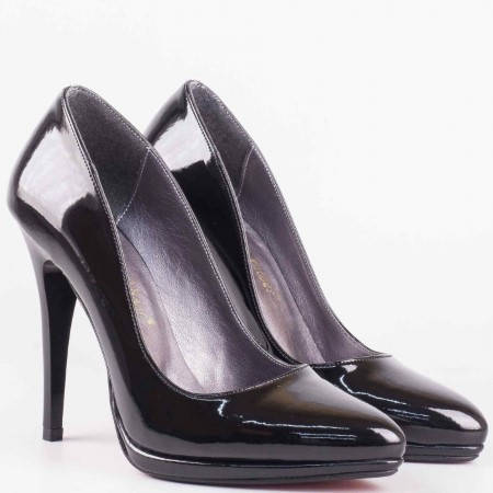 Лачени дамски обувки на висок ток в черен цвят m182lch