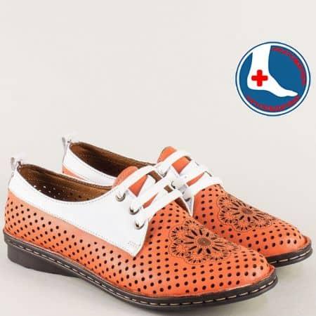 Дамски обувки с връзки и перфорация в бяло и оранж m2116ob