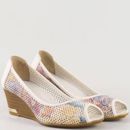 Дамски ежедневни обувки - пъстри с перфорация и отворени пръсти на клин ходило, изцяло от естествена кожа m267bps