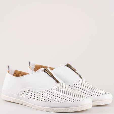 Актуални дамски обувки с цип от перфорирана естествена кожа в бяло на равно ходило с кожена стелка m402b