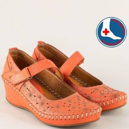 Ортопедични дамски обувки на клин ходило в оранж m4701o