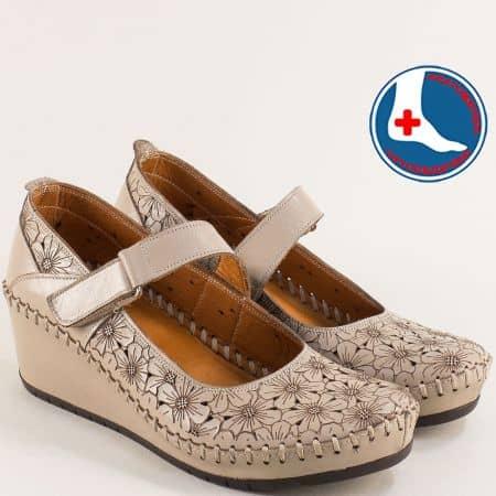 Анатомични дамски обувки от естествена кожа с перфорация в бежов цвят m4701tbj