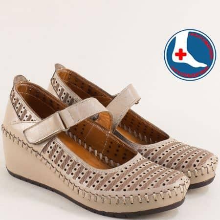 Перфорирани дамски обувки на клин ходило в бежов цвят m4703tbj