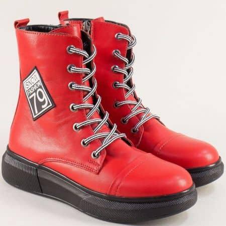 Кожени дамски боти в червен цвят на равно ходило m5001chv
