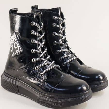 Зимни дамски обувки от естествен черен лак на равно ходило m5001lch