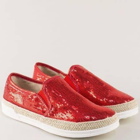 Дамски обувки на равно ходило в червено с ефектни пайети m5002chv