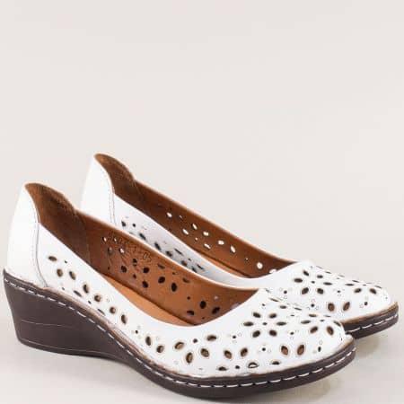 Бели дамски обувки от естествена кожа на клин ходило m5004b