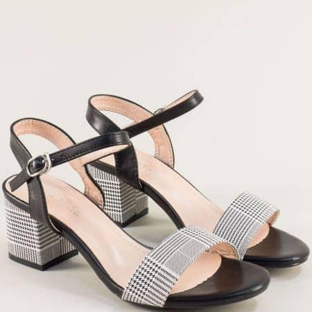 Черни дамски сандали на среден ток с принт каре- MAT STAR m525104ch