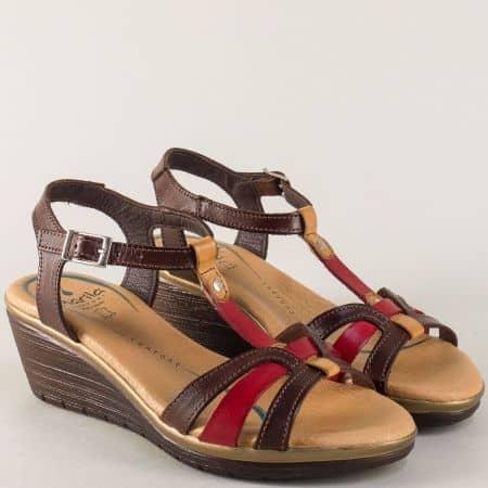 Дамски сандали на клин ходило в червено и тъмно кафяво m6008kk