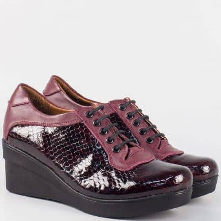 Дамски обувки на платформа от естествена кожа и кроко лак в цвят бордо m706krbd