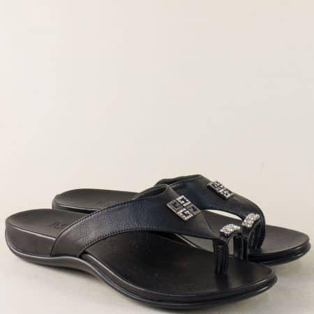 Кожени дамски чехли с лента между пръста в черен цвят m770ch