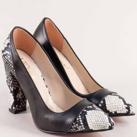 Дамски обувки със змийски принт на висок ток в черно m802chps