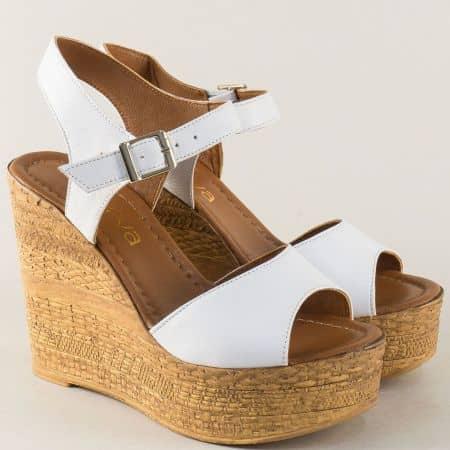 Бели дамски сандали от естествена кожа на платформа m8203b