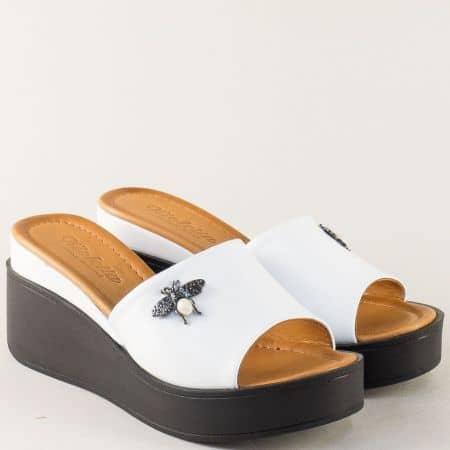 Бели дамски чехли на черна платформа с кожена стелка m904b