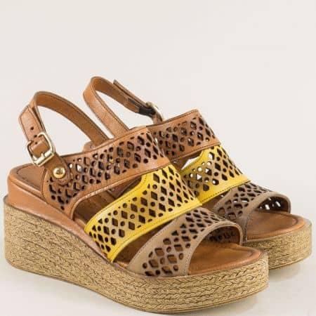 Дамски сандали в кафяво и жълто с перфорация ma108kj