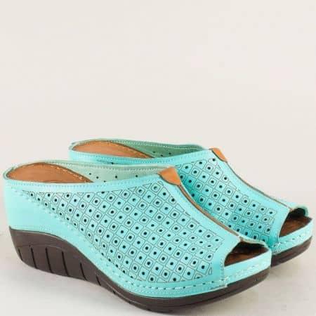 Перфорирани дамски чехли на платформа в зелено ma18z