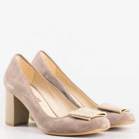 Дамски стилни обувки на висок стабилен ток с лачена панделка в бежов цвят ma201nsv