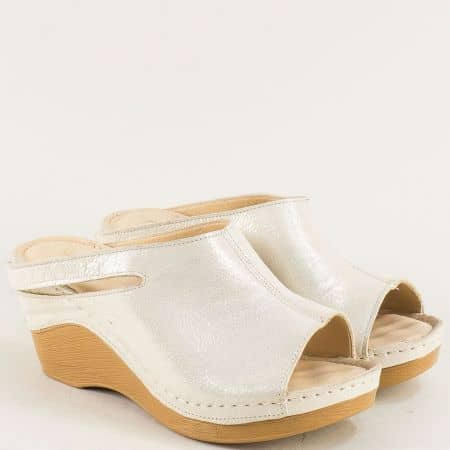 Бежови дамски чехли от сатен и естествена кожа с ластик ma330sbj