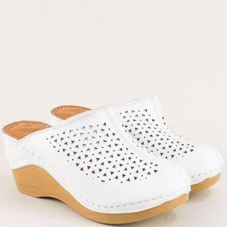 Бели дамски чехли със затворени пръсти и перфорация ma335b