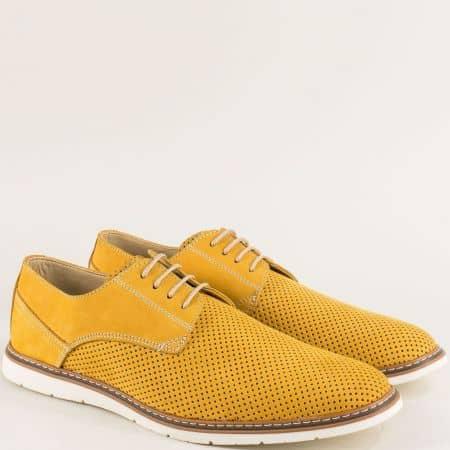 Перфорирани мъжки обувки от естествен набук в жълто ma377nj