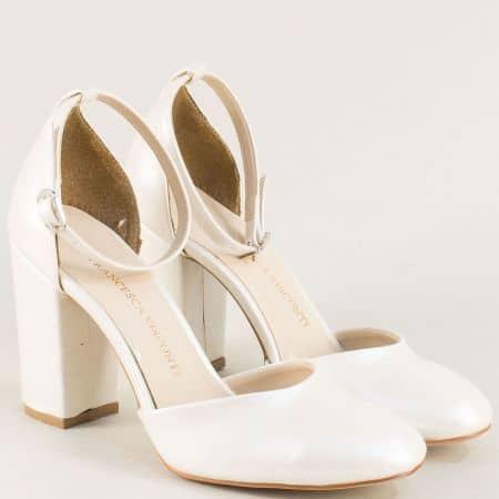 Бели дамски сандали със затворени пръсти и пета на ток ma596b