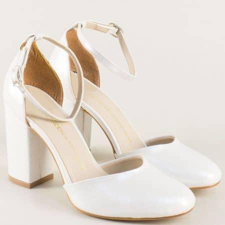 Бели дамски сандали със затворени пръсти и пета на ток ma596sb