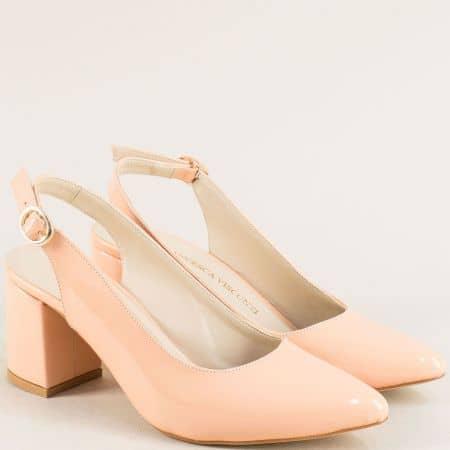 Елегантни дамски обувки в розов лак на висок ток с отворена пета ma698lrz1