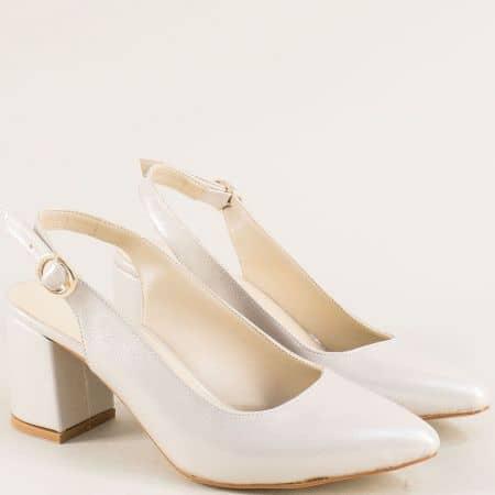 Бежови дамски обувки с отворена пета и перлен блясък ma698sbj