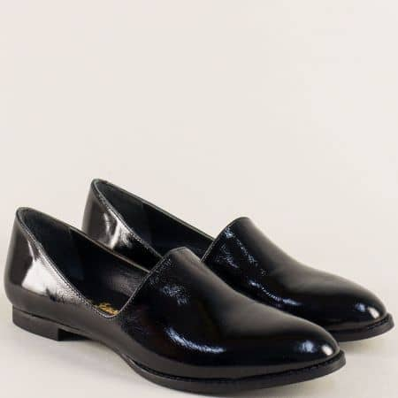 Лачени черни дамски обувки в елегантен стил ma700lch