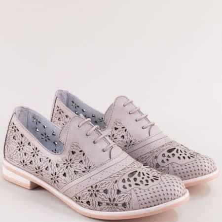 Комфортни кожени дамски обувки с перфорация и връзки в бежов цвят на български производител      л madona91260bj