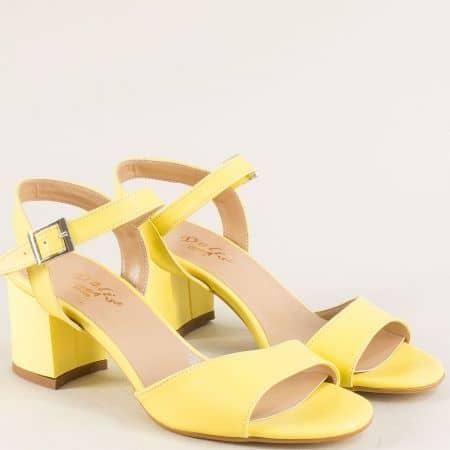Дамски сандали на стабилен висок ток в жълт цвят mat101j