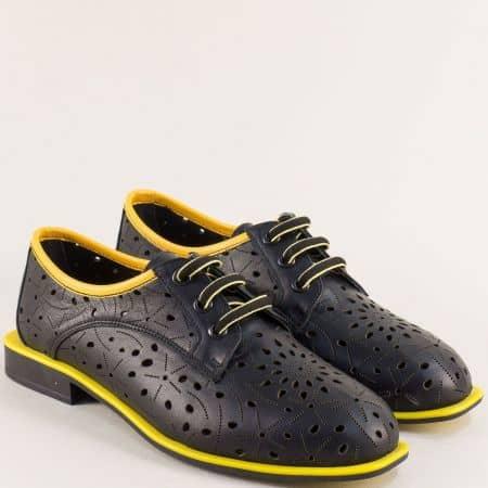 Кожени дамски обувки с перфорация и връзки в черно и жълто mat513chj