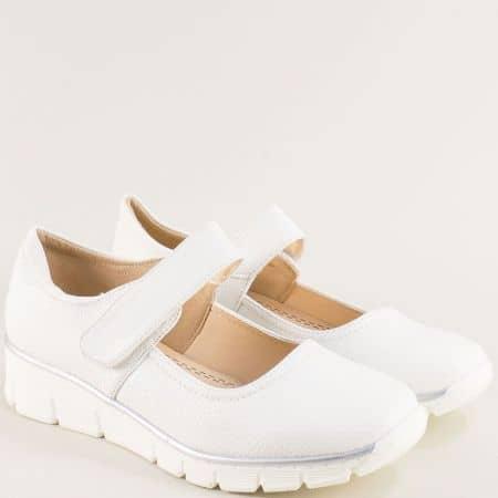 Бели дамски обувки с велкро лента на платформа  md130b
