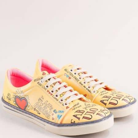 Дамски обувки тип кецове в жълт цвят и декорация от сърца me101j