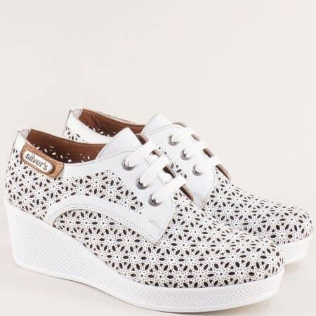 Бели дамски обувки с перфорация на клин ходило me555b