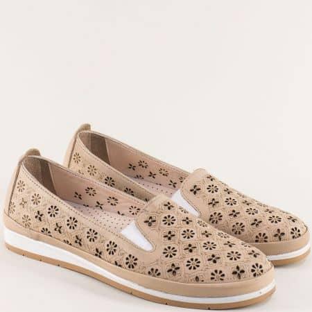 Бежови дамски обувки с флорална перфорация и ластик me6010bj