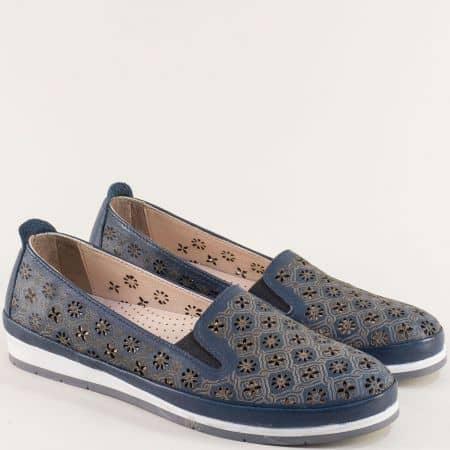 Кожени дамски обувки с флорална перфорация в синьо me6010s