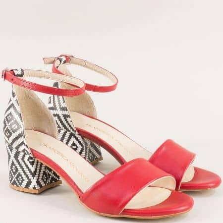 Елегантни дамски сандали в червен цвят със затворена пета me869chvps