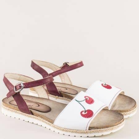 Кожени дамски сандали в бордо и бяло на равно ходило milano4bps