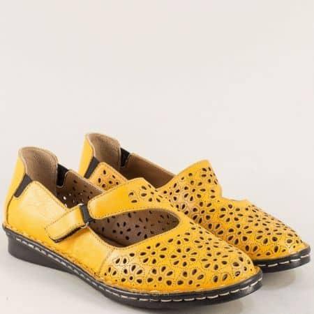 Кожени дамски обувки в оранж с перфорация и лепка mm100o