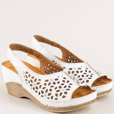 Бели дамски сандали с масажираща кожена сстелка mm106b