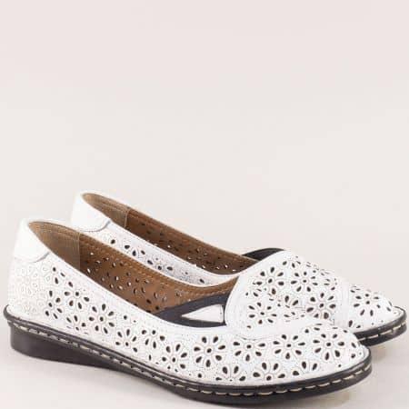 Бели дамски обувки с кожена стелка и перфорация mm250b